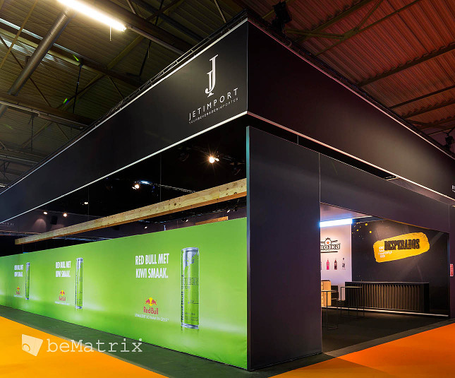 Seamless and exceptional stand